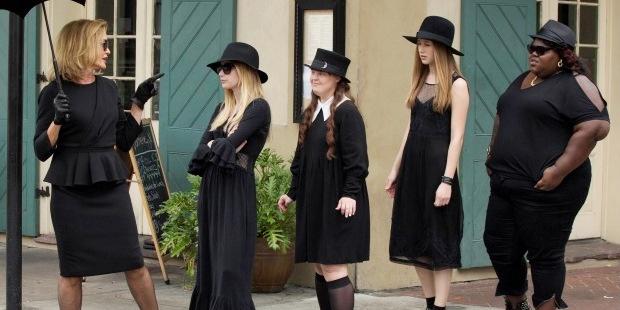 American-Horror-Story-S03E01-–-Bitchcraft01