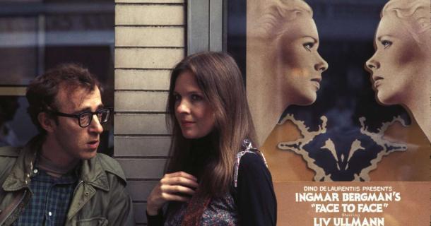 """Allen e Diane Keaton em """"Noivo Nerótico, Noiva Nervosa"""" (1977), reparem na referência do pôster."""
