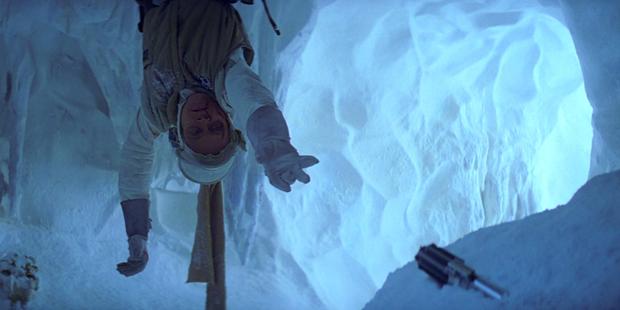 Star Wars V - Luke Chama o Sabre na Caverna de Gelo